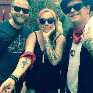 Event photo features: Sondra Freeman with Micah Schnabel and Shane Sweeney of Two Cow Garage. Photo by: Rhonda Lyne